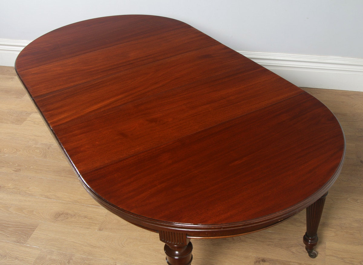 Antique English Victorian Mahogany Round Extendable 8 Seat Dining Table Circa 1890